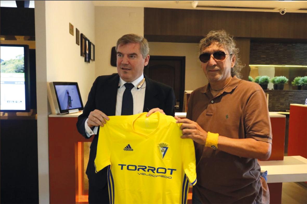 'Mágico' quiere venir a Cádiz en junio y que la selección de El Salvador juegue el Trofeo