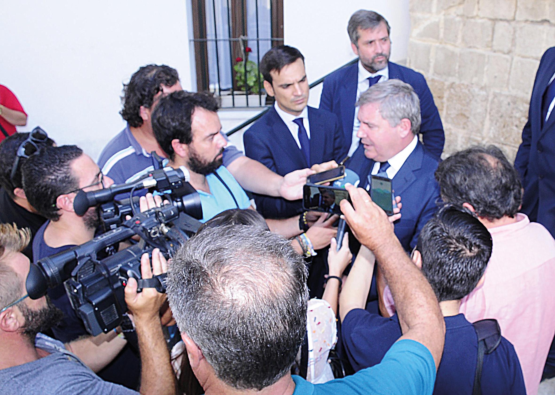 El Cádiz no pierde en lo deportivo y además gana prestigio en el fútbol nacional por la operación de Alvarito