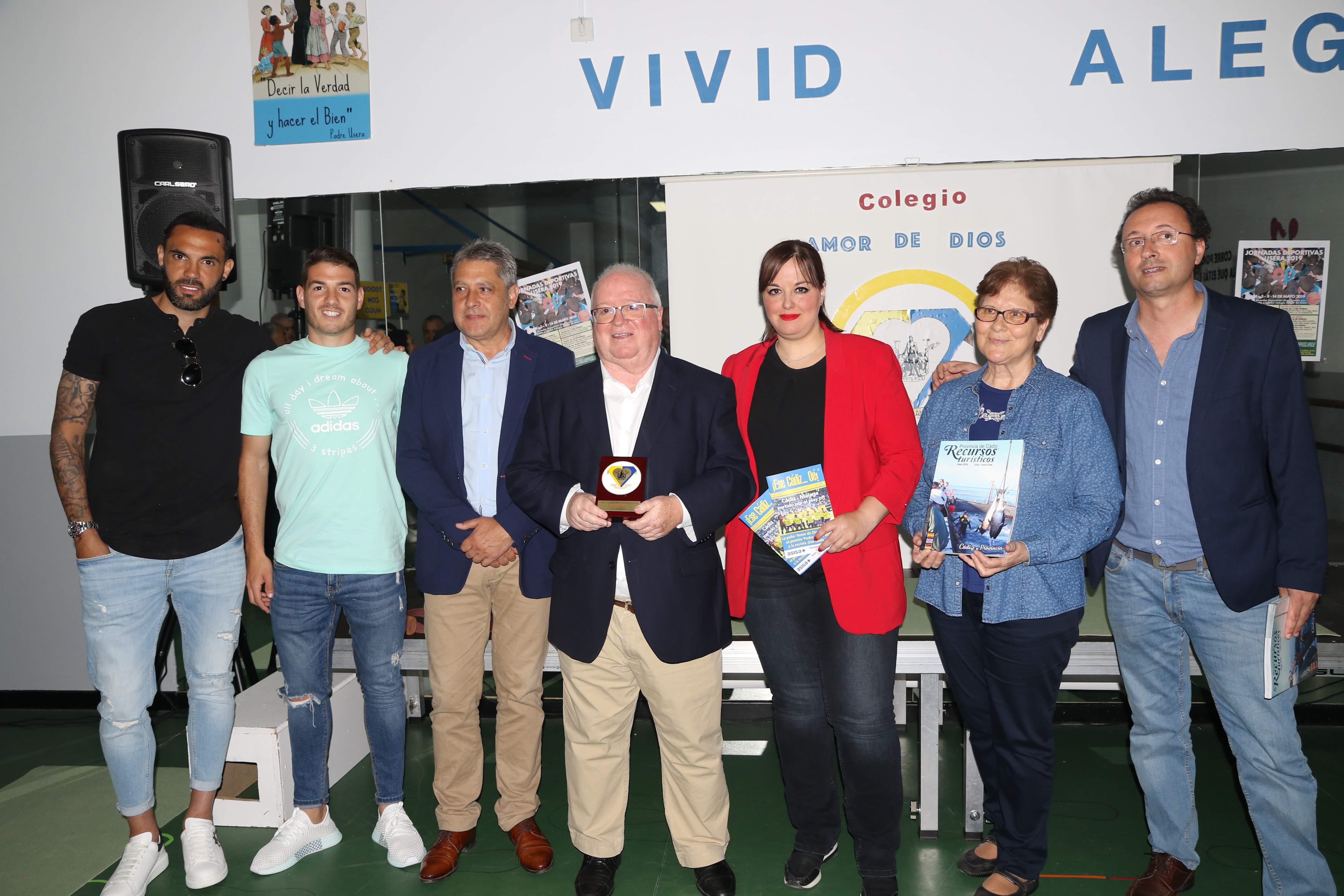 Línea 6 Eme recibe el premio 'Padre Usera', por ¡Ese Cádiz…Oé!