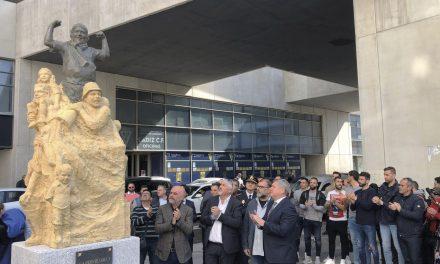 La afición ya tiene su monumento, con el protagonismo de Macarty